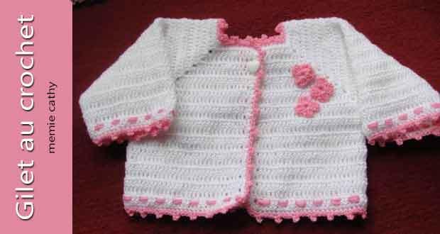 Gilet blanc rose au crochet